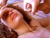 Vidéo en Français: A 18 ans, une rousse découvre le sexe !