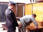 Les corvées de l'anus dans une prison