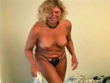 femme a petit sein salope avaleuse de sperme