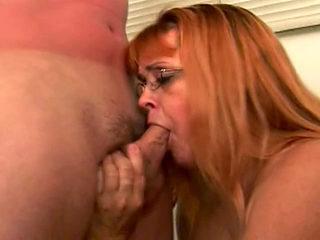 La ménagère de 45 ans suce les deux techniciens