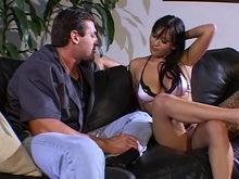 Un patron en déplacement se tape une prostituée asiatique