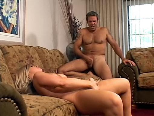 Du début à la fin, il la sodomise et la secoue dans tous les sens video sexe
