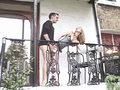 Amatrice Rousse de 19 ans baisée sur le balcon !