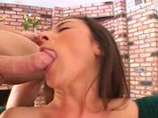 �La mestiza Alaura Eden se deja dilatar el culo por 2 perversos!  videos xxx