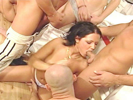 Gang Bang à l'hopital pour Dora venters et Betty Dark (partie 1) video sexe