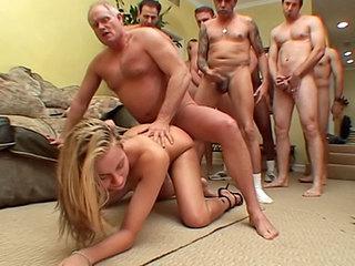 Blondinetta et les neuf gros cochons