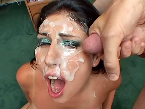 Salope maquillée au sperme