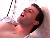 Le maître d'hôtel a une grosse saucisse x video gay