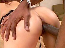 La salope à petite bouche et le black à grosse bite