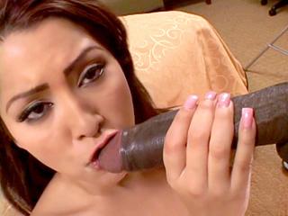 Allie Ray : Salope à petite bouche et le black à grosse bite 1