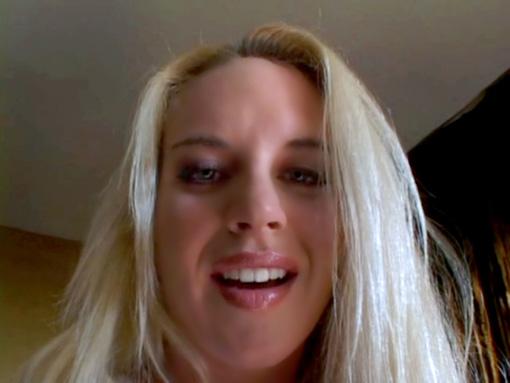 Blonde défoncée par une bite noire