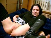 Une brune baisée par le pote de son père video x