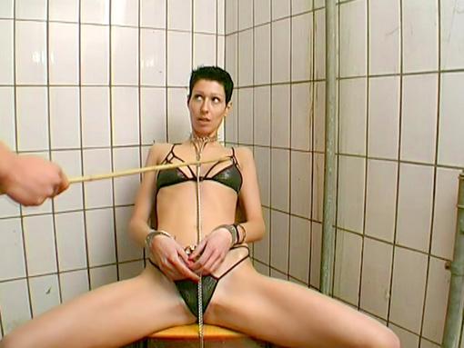 Brune et bondage et baise perverse video sexe