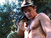 Pause de militaires pour baise en pleine air video sexe gay