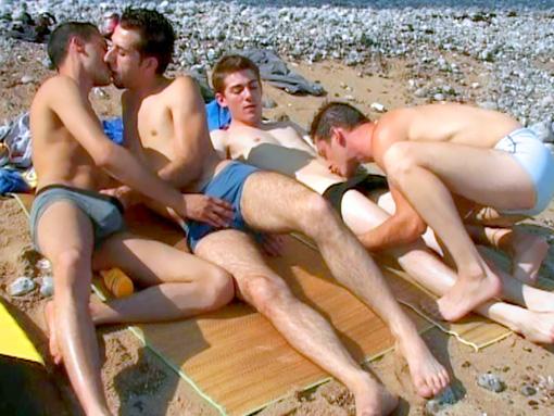 Video minet 18 ans : partouze gay sur la plage entre jeunes gays TTBM !