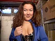 Madurita sadomaso en la reserva de un almacén videos porno