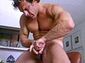video de sexe Mec à bouclettes et branlette en souplesse
