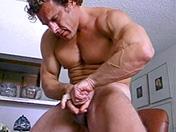 sexe Mec à bouclettes et branlette en souplesse