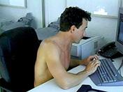 Branlette au bureau et pompage de poireau sexe video gay