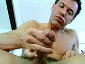 Branlette au bureau et pompage de poireau video sexe gay