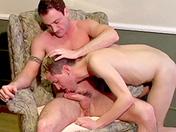 Ils regardent un bouquin et s'excitent bien à fond porno video gay