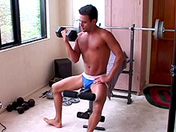 Musculation et défonce de fion au salon video sexe gay