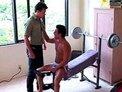 Musculation et défonce de fion au salon video x gay