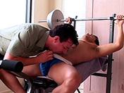 Musculation et défonce de fion au salon x video gay
