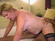 Una vieja, gran ninfómana, folla con un Negro video porno