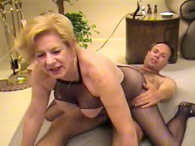An old fat woman fucks her neighbour!!!