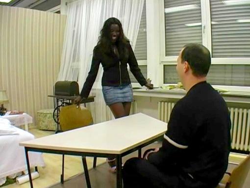 Une black salope fait passer un entretien d'embauche video sexe