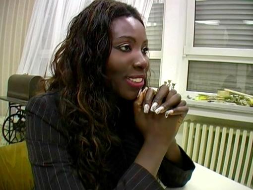 Une black salope fait passer un entretien d�embauche video sexe