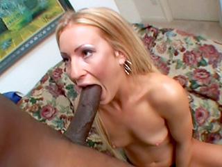 Blonde et black se font un trip sexe