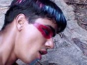 Une coutume locale pour un jeune gay esseulé