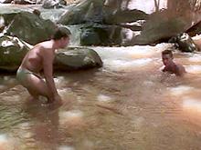 2 gays et un aborigène baisent dans un lac