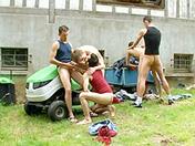 Partouze sur la pelouse x video gay