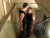 Suçage de rampe dans l'escalier