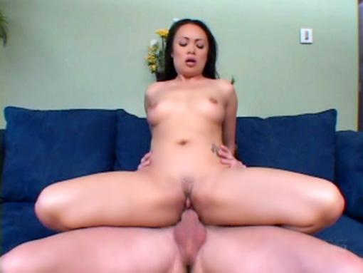 Nippone cochonne nichonnée et bien pinée video sexe