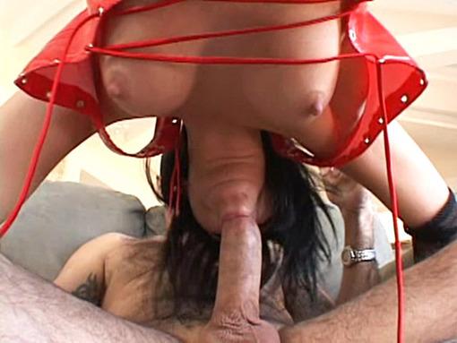 salope en latex se fait dilater l'anus video sexe