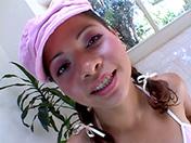 Joven latina adepta a los polvos en tres se hace encular video porno