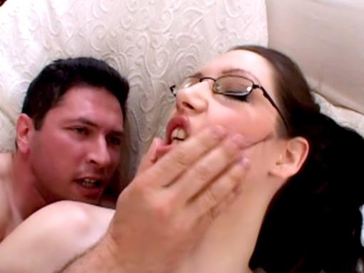 Ne fini pas sur mes lunettes, ça tache ! video sexe