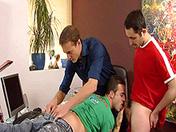 sexe Petite baise entre amis à Milan. Episode 4
