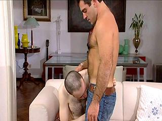 Petite baise entre amis � Milan.  Episode 2