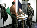 porno video Jeunes recrues formées à la dure par l'examinateur. sexe gratuit