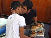Latino boys de 18 et 19 ans en bareback