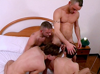 Trio gagnant et bonne baise pour le dernier arrivant