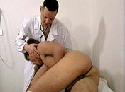 Je suis malade docteur pourquoi ne pas m'enculer ? porno video gay