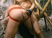 Un esclave gay fait plaisir à son maitre porno video gay