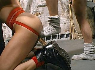 Un esclave gay fait plaisir � son maitre