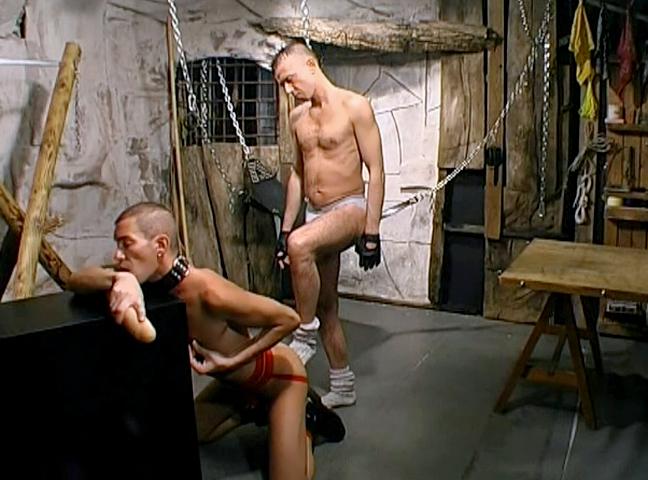 Uno schiavo gay fa piacere al suo padrone